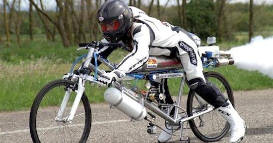 Французский велосипедист разогнался до 263 км/ч на ракетном велосипеде