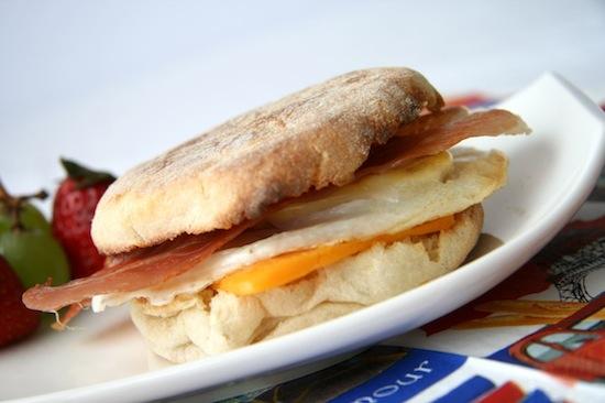Узнайте, почему вы не можете завтракать в Макдоналдсе весь день