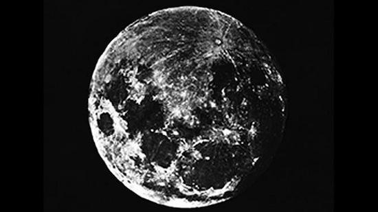 Первая в истории фотография Луны