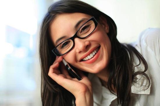 Учёные установили, как наш мозг определяет, к какому уху — правому или левому — приложить мобильный телефон