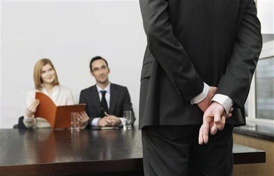 Чтобы успешно пройти собеседование, мужчинам следует скрывать свои эмоции