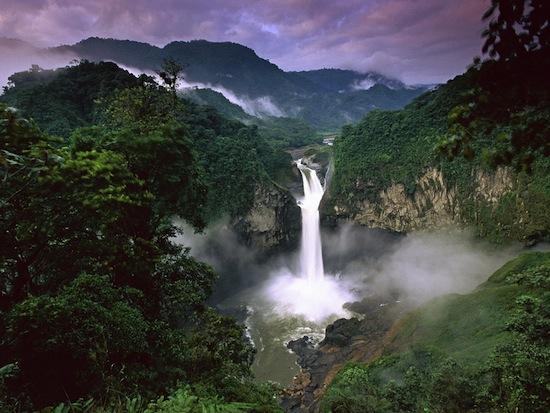 В Эквадоре природа является юридическим лицом. Например, вы можете подать на неё в суд