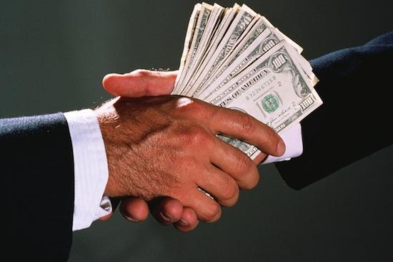 Между деньгами и коррупцией более прочная связь, чем вы думаете