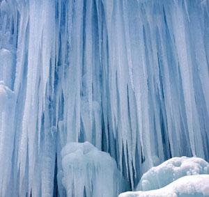Ледяные сталактиты