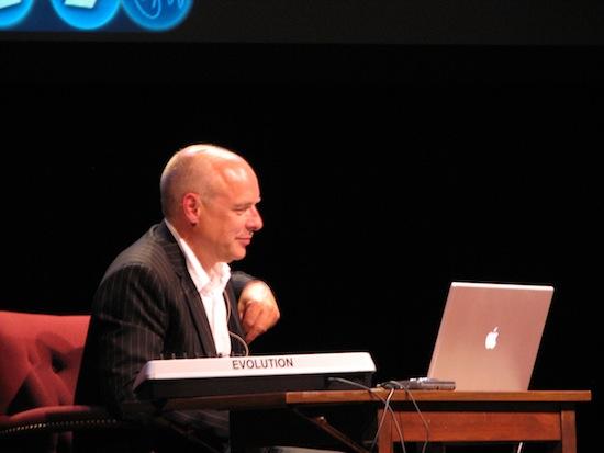 Как Брайан Ино создавал звук загрузки Windows 95