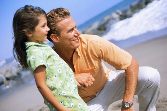 Мужчины, у которых есть дочери, добрее и отзывчивее отцов сыновей