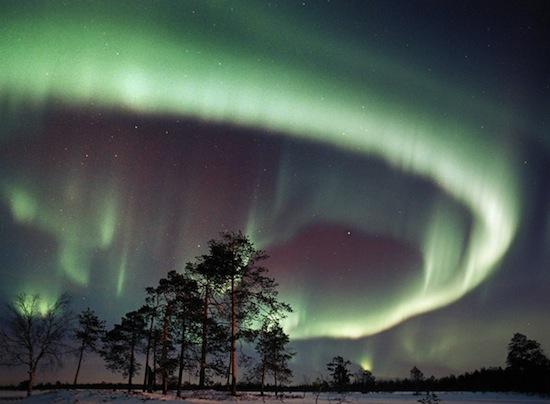 Как возникает северное сияние