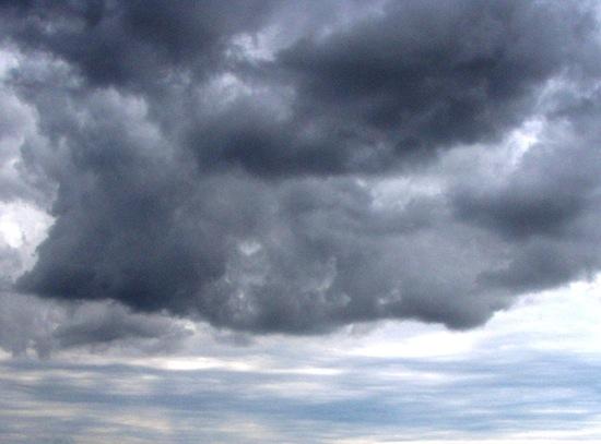 Почему дождевые облака тёмные