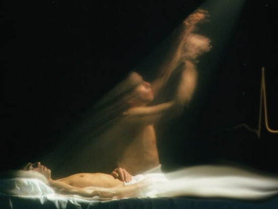 Паранормальные видения, возникающие во время клинической смерти, случаются из-за всплеска активности мозга