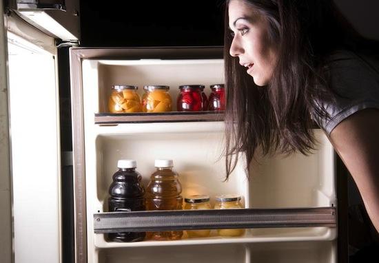 Чтобы избежать ночных кошмаров, не ешьте на ночь острое и сладкое