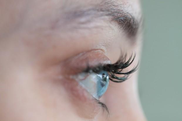 Вы можете на всю жизнь изменить цвет глаз с помощью силикона