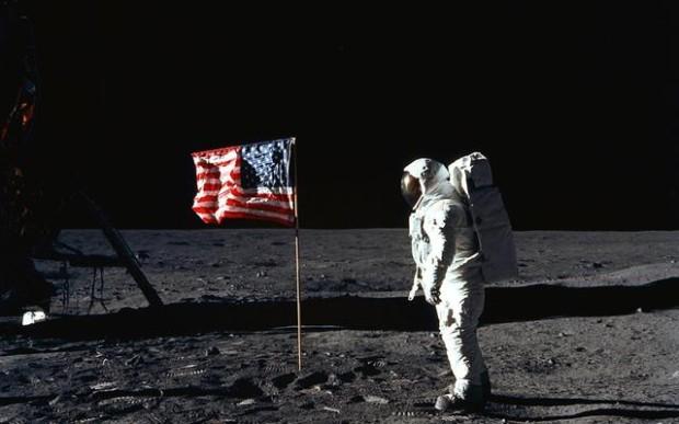 На Луне есть сумки с экскрементами астронавтов