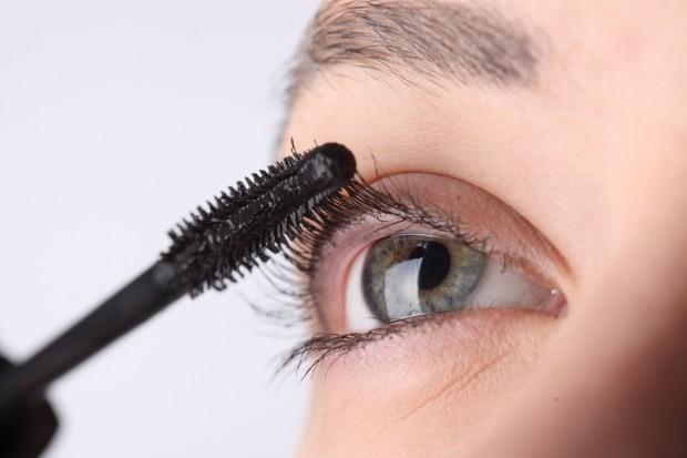 Тушь для ресниц может изменить цвет глаз
