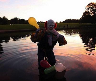 По улицам Нортгемптона ходит страшный клоун