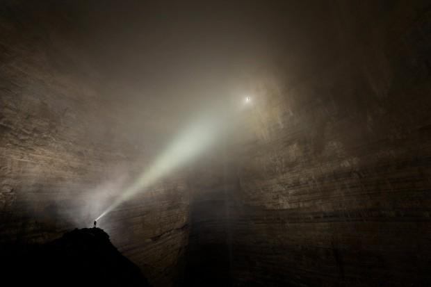 Исследователи обнаружили «затерянный мир» – пещеру настолько огромную, что внутри неё есть облака и туманы