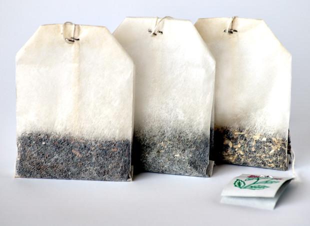 Чайные пакетики были изобретены торговцем, который решил посылать образцы чая клиентам в шёлковых мешочках