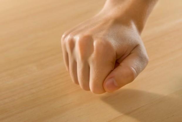 Суеверия, такие как стучание по дереву или бросание соли через плечо, помогают избавиться от страха неудачи