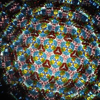 Даниэлла Бёртон видит окружающий мир так, как будто смотрит в калейдоскоп