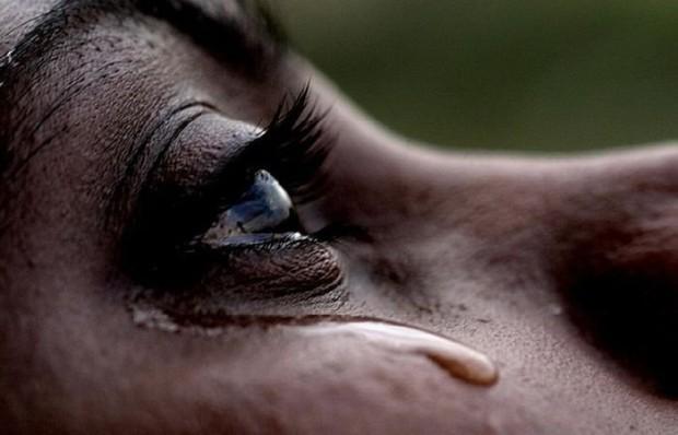 Слёзы, вызванные горем, и слёзы от лука имеют разный химический состав