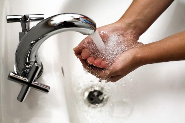 Мытьё рук настраивает на оптимизм