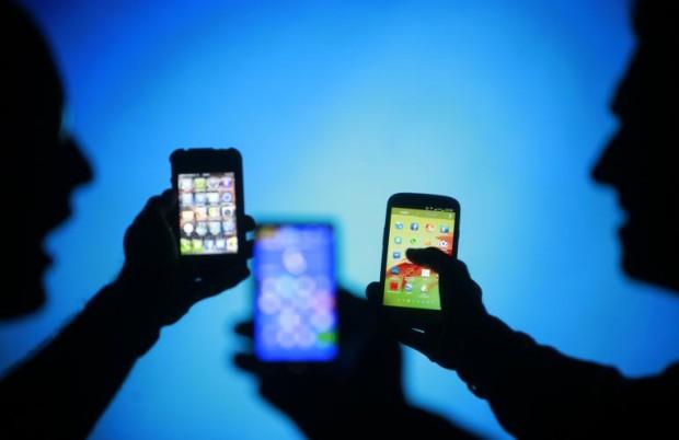 Учёные утверждают, что смартфоны вызывают зависимость во многом напоминающее алкогольную или наркотическую