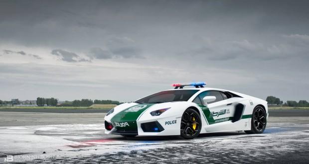 Полиция Дубая патрулирует улицы на McLaren, Lamborghini, Bentley и Ferrari
