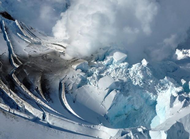 Наша планета кричит перед каждым извержением вулкана