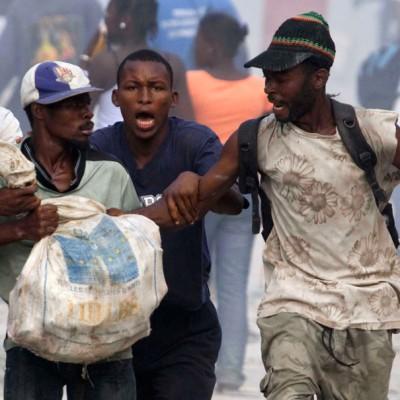 В экстремальных ситуациях люди склонны к поддержанию порядка и взаимовыручке, а не к мародёрству и хаосу