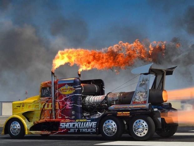 Самый быстрый грузовик в мире работает на реактивных двигателях