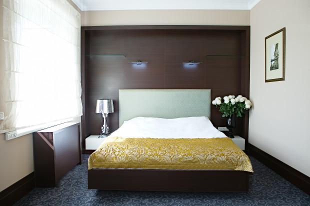 Какой бы отель вы ни выбрали, в номере обязательно будут пятна мочи и спермы