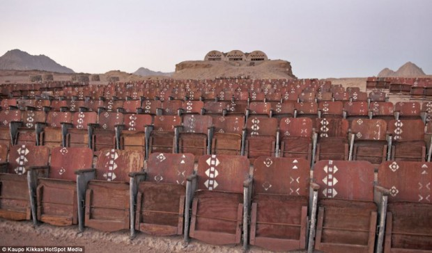 В египетской пустыне есть странный кинотеатр «Конец света», в котором никогда не показывали фильмы