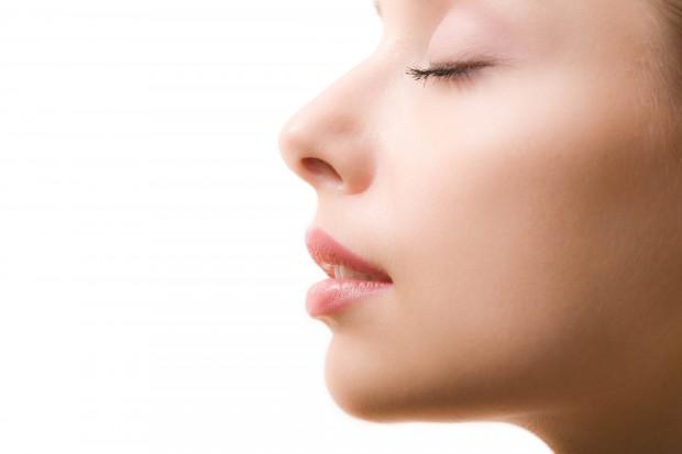 По словам учёных, наш нос способен различать триллион запахов