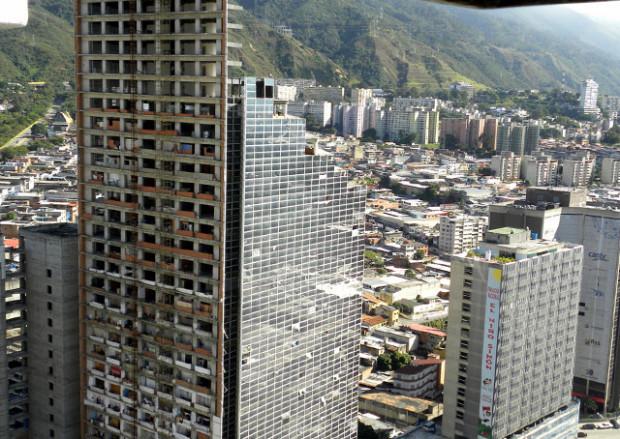 Небоскрёб «БашняДавида» в Венесуэле — удивительная вертикальная трущоба