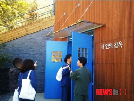 В Южной Корее люди садятся в тюрьму, чтобы хоть немного снять стресс