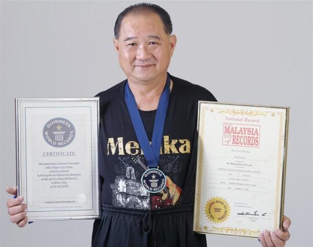 Мастер кунг-фу Хо Энь Ху может пробить кокосовый орех пальцем