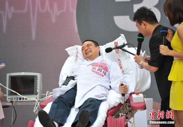 В Китае мужчин в Деньматери били током, чтобы они почувствовали как женщинам больно рожать