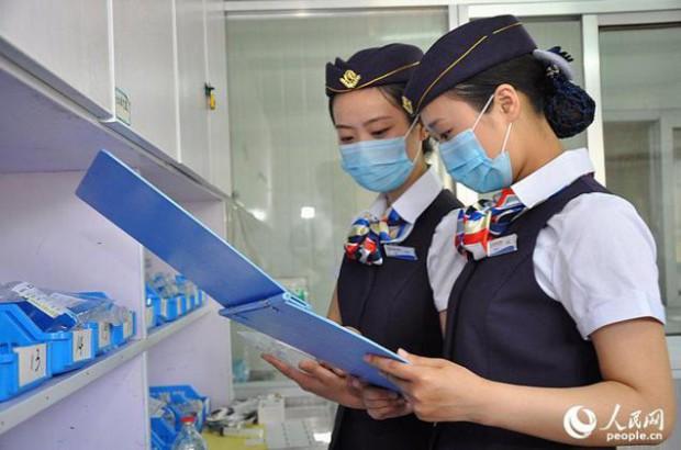 По какой-то странной причине медсёстры в китайской больнице одеваются, как стюардессы