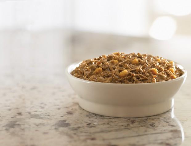 Женщина месяц ест корм для собак, чтобы доказать, что он такой же питательный, как и человеческая еда