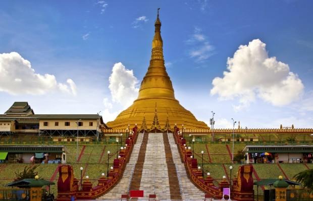 Золотая Уппатасанти-пагода Нейпьидо