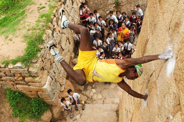 Удивительная история самоубийцы, ставшего самым известным индийским альпинистом-обезьяной