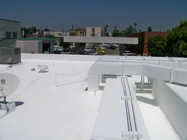 © www.commercialcoolroof.com