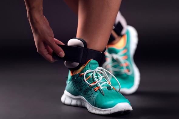 Для занатий на акробатике, необходимо самостоятельно приобрести утяжелители для