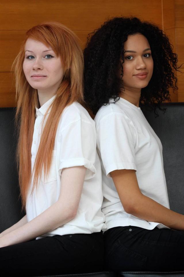 Две негритянки близняшки