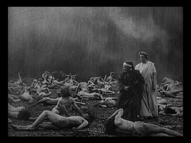 9 старинных фильмов ужасов, которые пугают не хуже современных