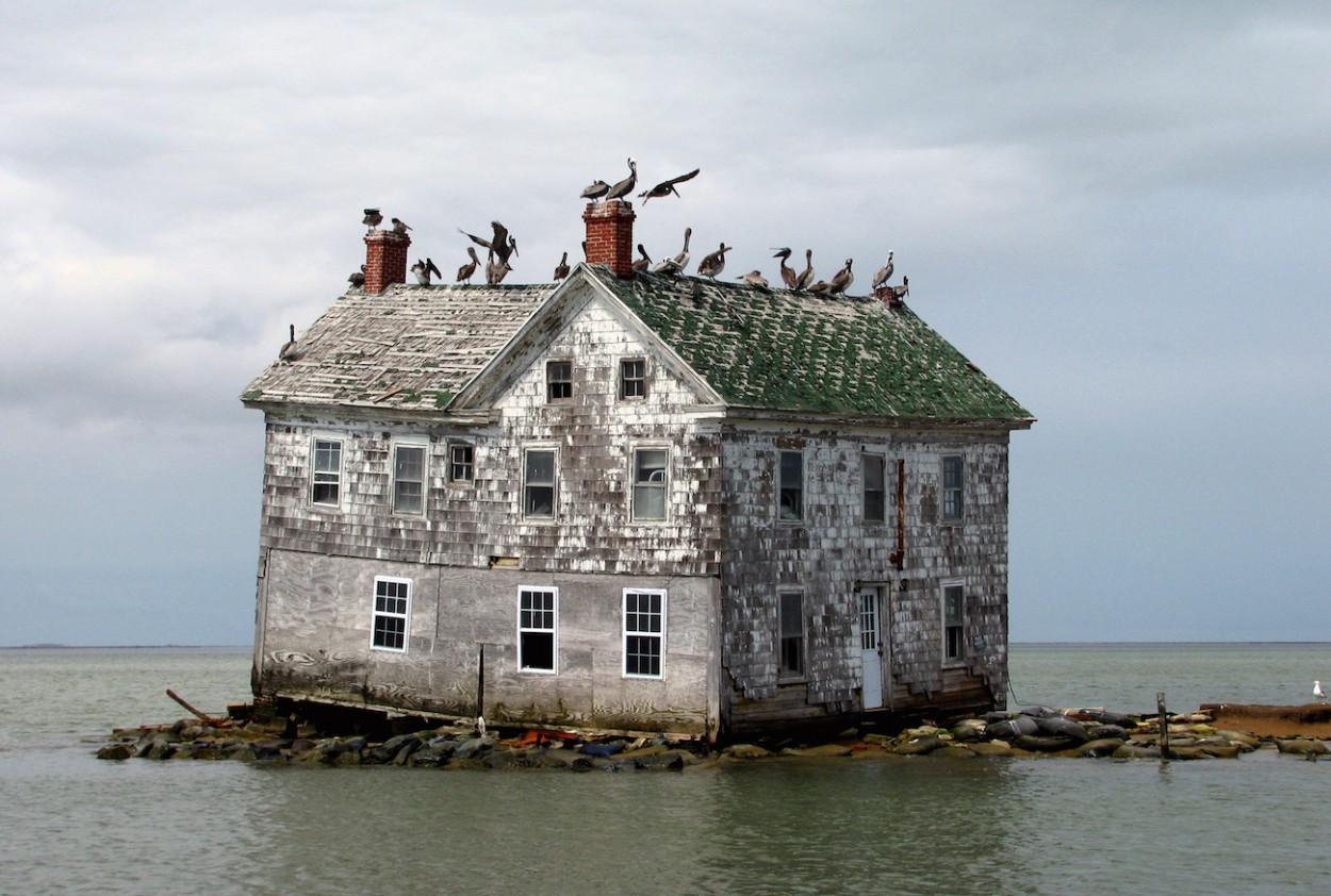 31 Haunting Images of Abandoned Places That Will. - Bored Panda Photos of abandoned places
