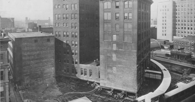 Как перенести на другое место восьмиэтажное здание, не разрушив его (3 фото)