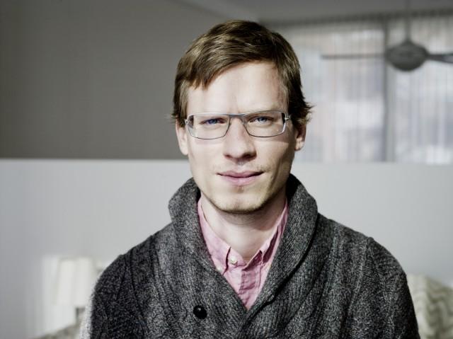 Входит в число 50 самых влиятельных графических дизайнеров США по мнению Fast Company. Является соучредителем сайта Daytum.com — сервиса, позволяющего систематизировать ежедневные занятия и составлять для них графики.