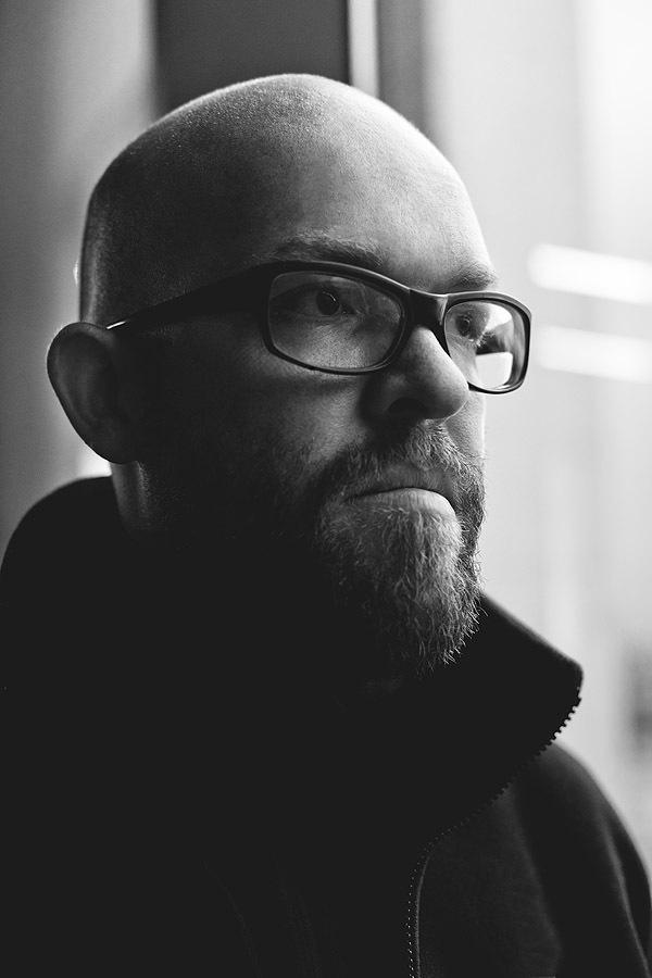Фотограф из Дании, специализируется на съемке архитектуры и ландшафта, начал карьеру всего пару лет назад, так что продолжает работать экспертом по отпечаткам пальцев в отделе криминалистики датской полиции.