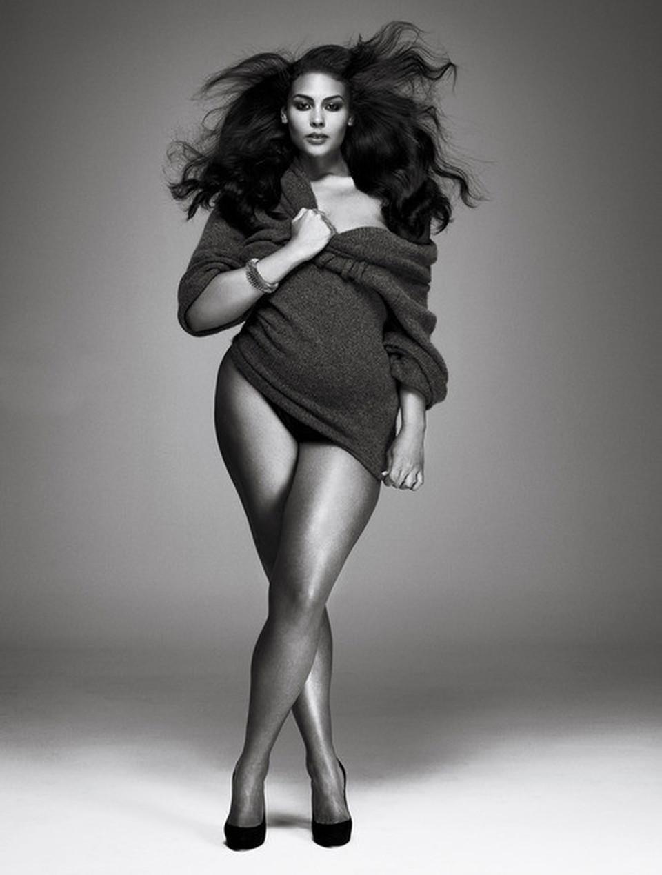 Толстая брюнетка девушка модель 11 фотография
