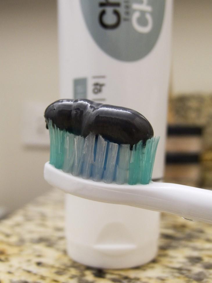 Зубные пломбы больше не нужны! Японцы разработали пасту, которая заделывает дырки в зубах